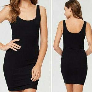 Dresses & Skirts - 🎉🎉HP Back 2 Basics 2/23 Black Bodycon Dress